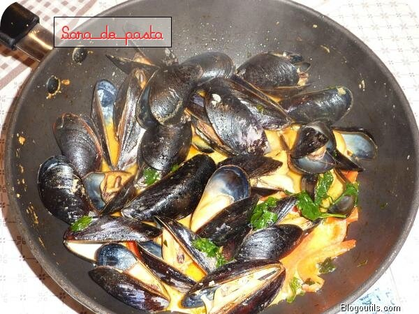 Moules de Zélande au curry rouge thaï.