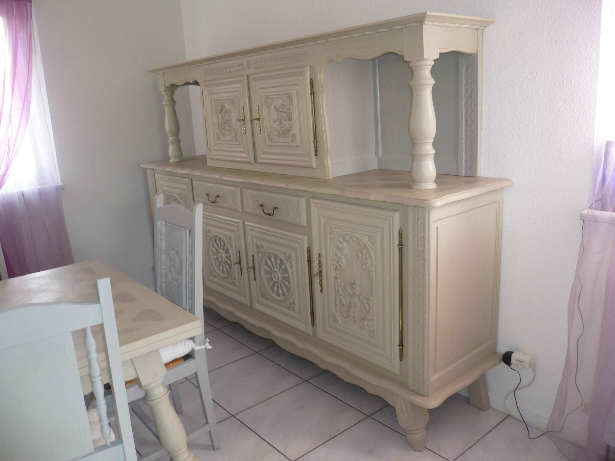 Relooker une table en ch ne ou merisier table monast re for Les styles de meubles anciens