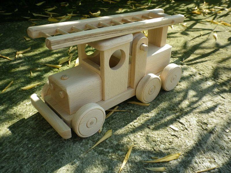 2- camion de pompier - jouets en bois