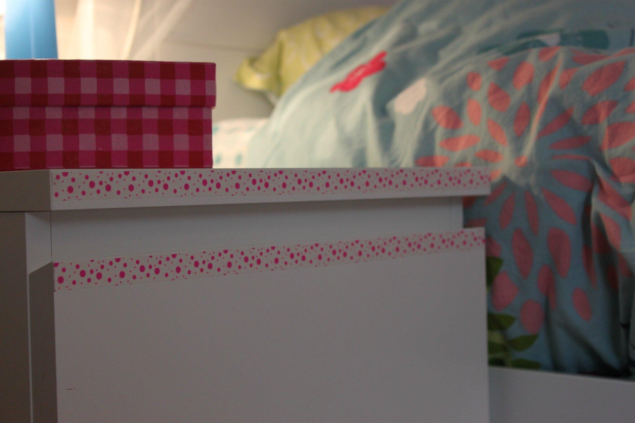 un peu de masking tape pour une chambre toute neuve a petites mailles et compagnie. Black Bedroom Furniture Sets. Home Design Ideas