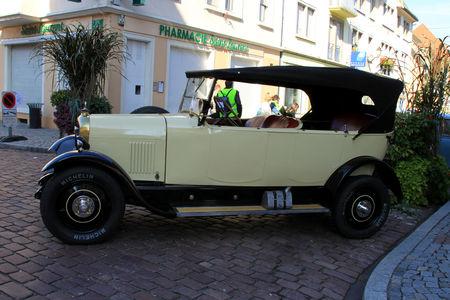 Citroen_type_B14_G_torpedo_de_1926__3_me_Rencontre_de_voitures_anciennes___Benfeld_2010__02