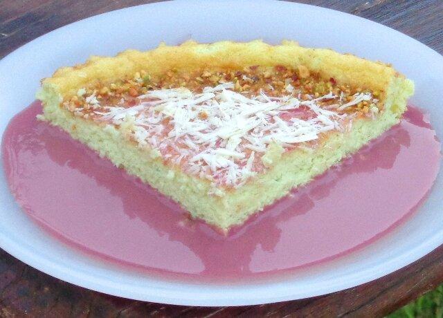 Gâteau et crème anglaise framboise