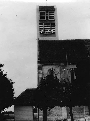 L'église avec le nouveau clocher datant de 1955