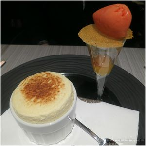 Soufflé au Grand Marnier, marmelade d'orange et sorbet d'orange sanguine (1)