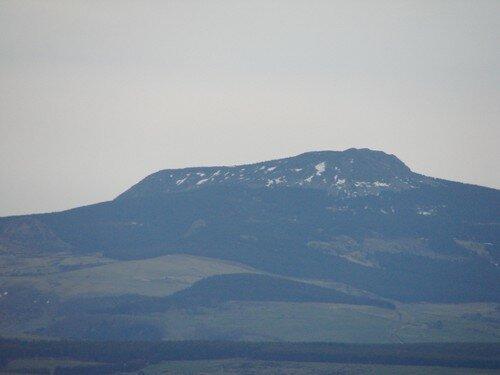 2008 04 27 Le mézenc vu depuis le sommet de la montagne du Meygal