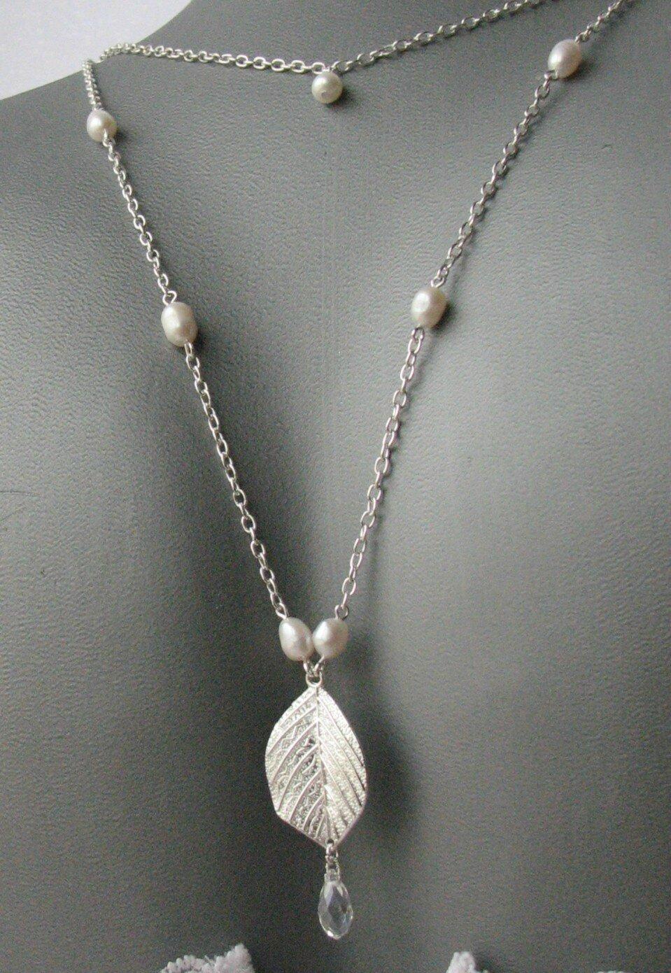 collier bijou de dos feuille et perle d'eau douce