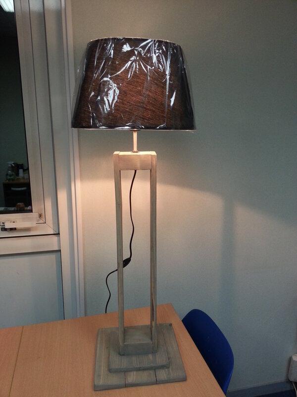 Lampe en bois de palette r cup 39 art d co - Fabriquer son luminaire ...