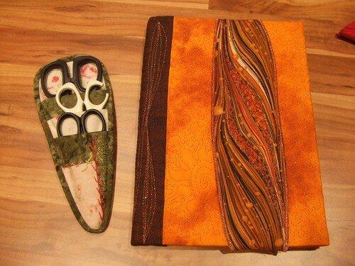 Range-ciseaux et couverture de carnet