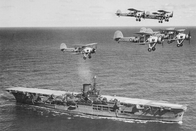 HMS_Ark_Royal_h85716