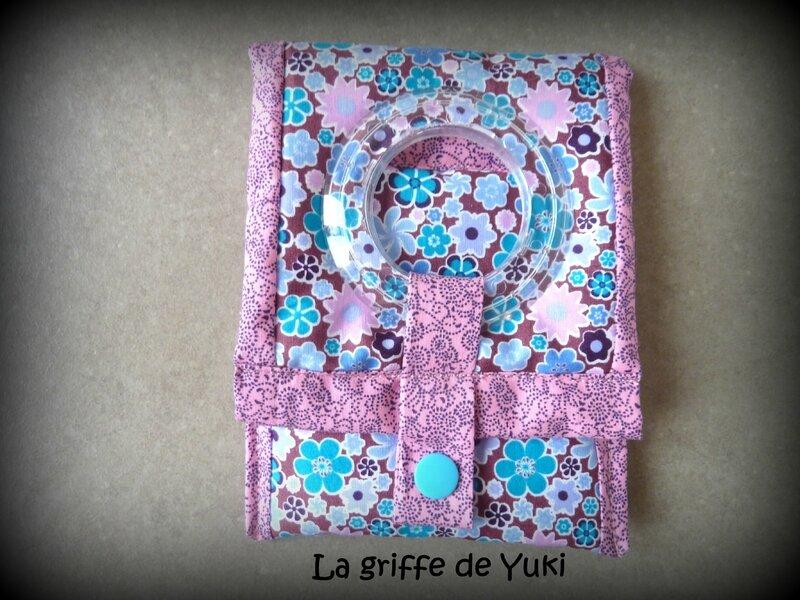 333 - Housse chargeur téléphone fleuri turquoise et rose