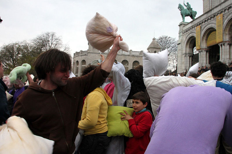 33-Pillow fight 12_4555