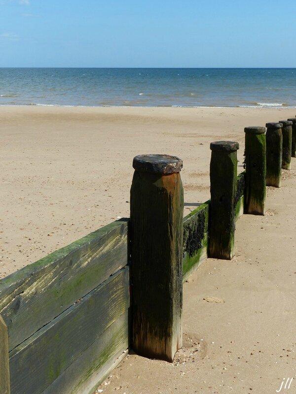 P1410623 Aménagements pour retenir le sable
