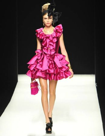 Defile-Moschino-automne-hiver-2012-2013_fashionshow-1