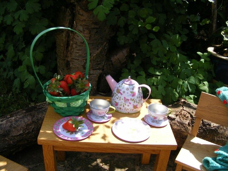 strawberry table (3)