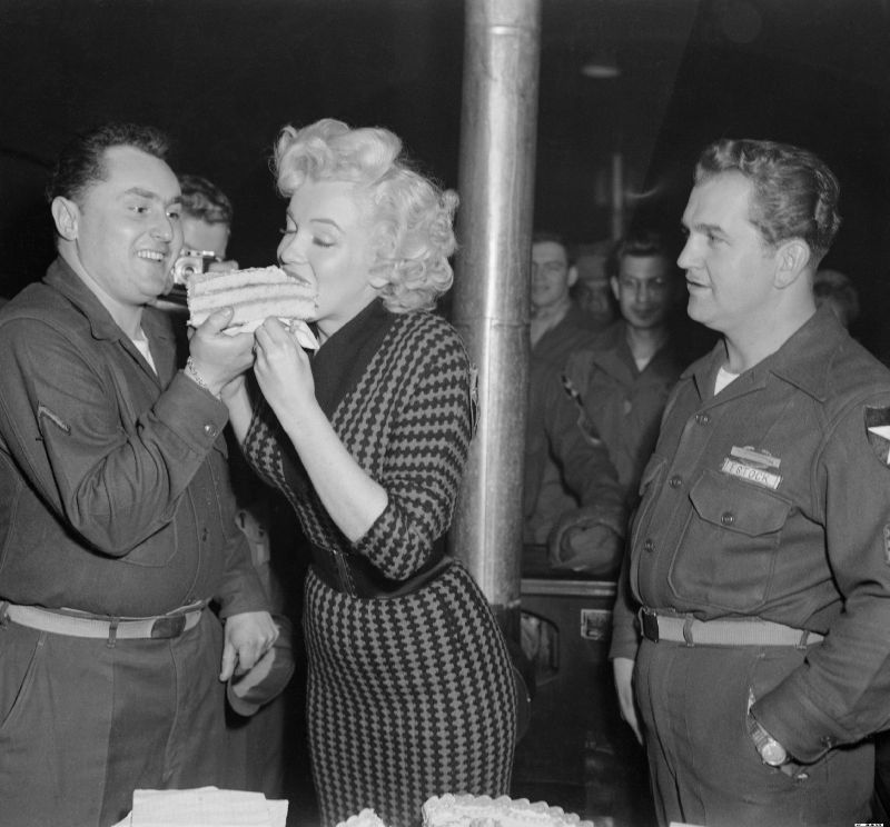 1954-02-18-korea-2nd_division-lunch-with_pfd-stanleyHcloster-1