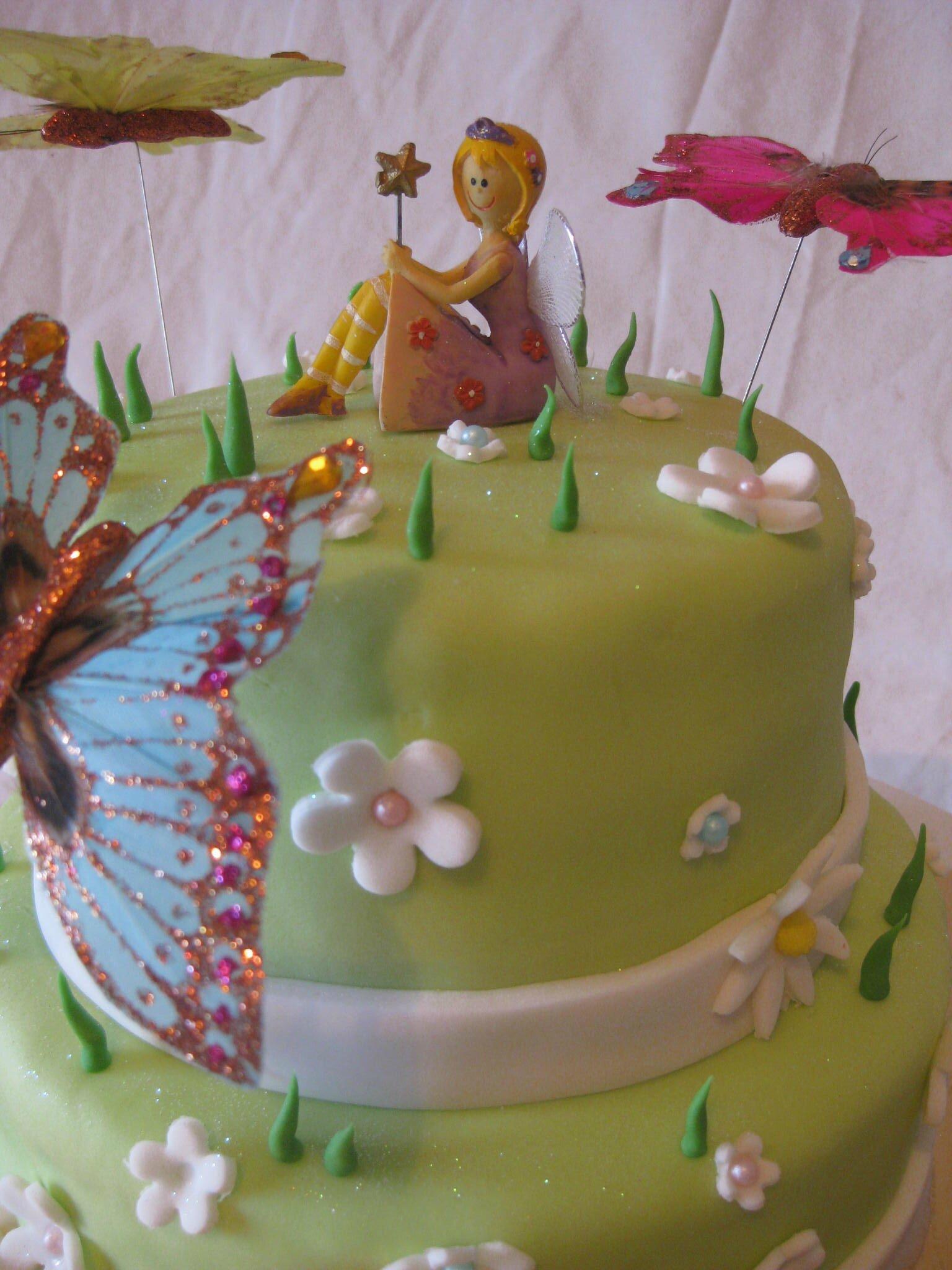 G teau f e et papillons dans la prairie les hobbies d - Decoration gateau papillon ...
