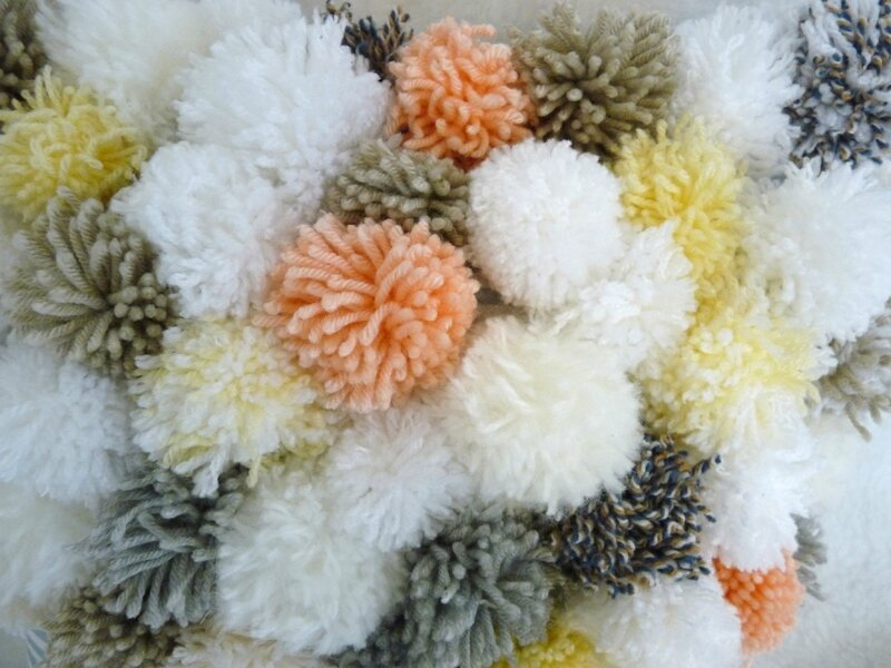coussin pompons04