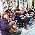 Scène de rue en musique
