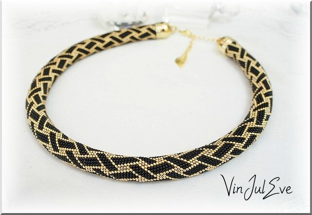 collier spirale crochet noir or