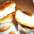 Des jeux, du pain à la nigelle et sésame noir et de la tapenade verte aux amandes et pain tunisien