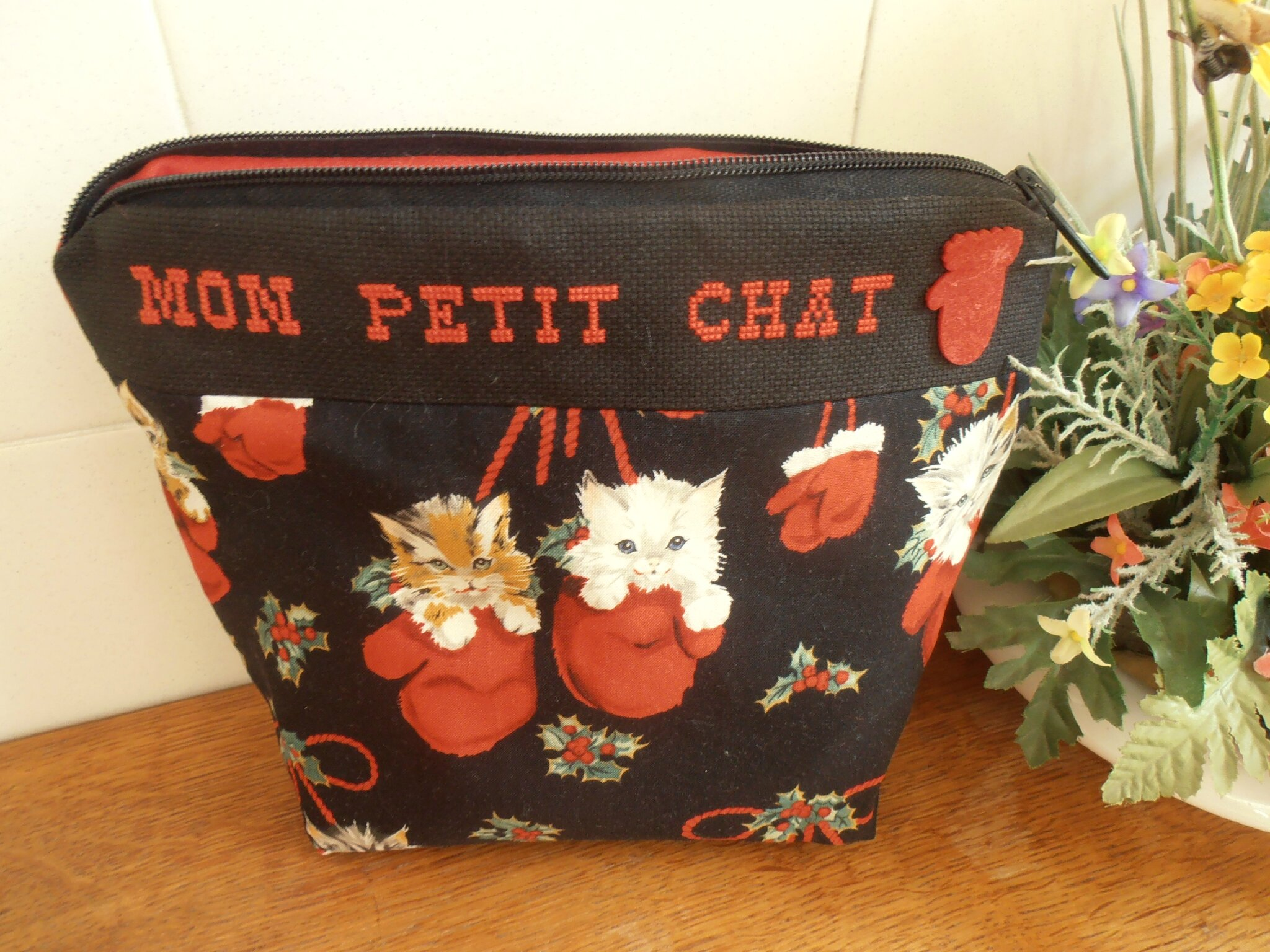 broderie chat trousse