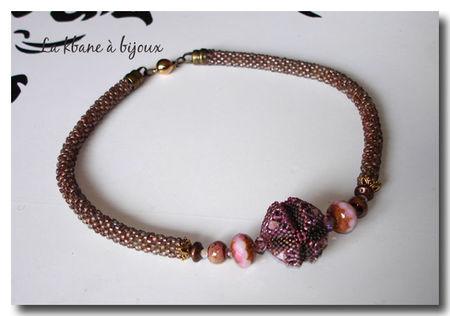 collier_spirale_crochet_e_avec_galaxy_bead_rose