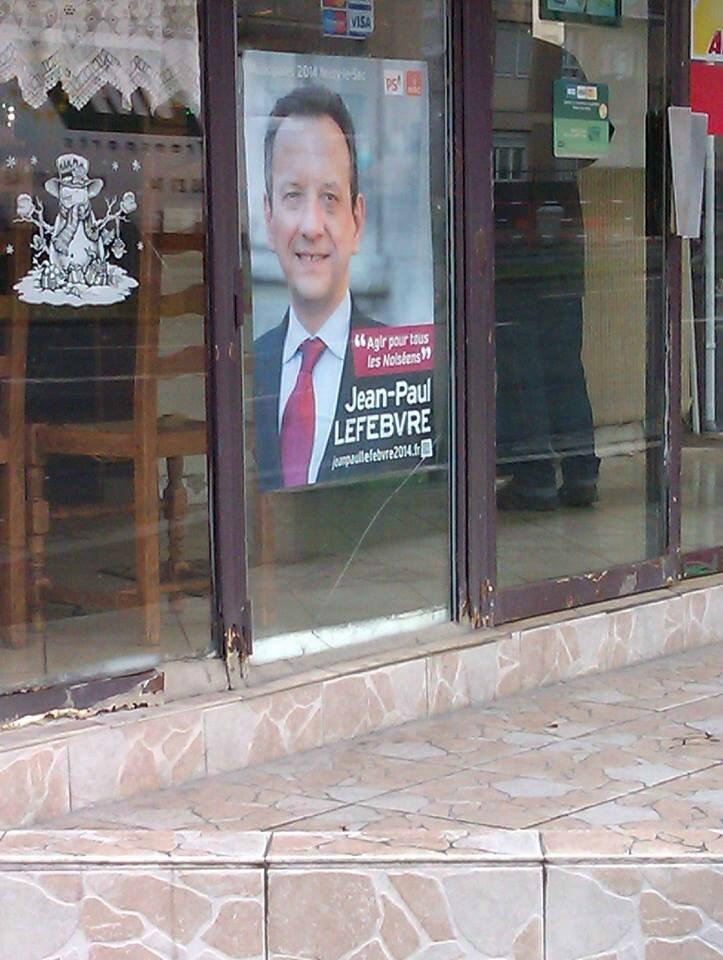 Affiche électorale dans un commerce de Noisy-le-Sec