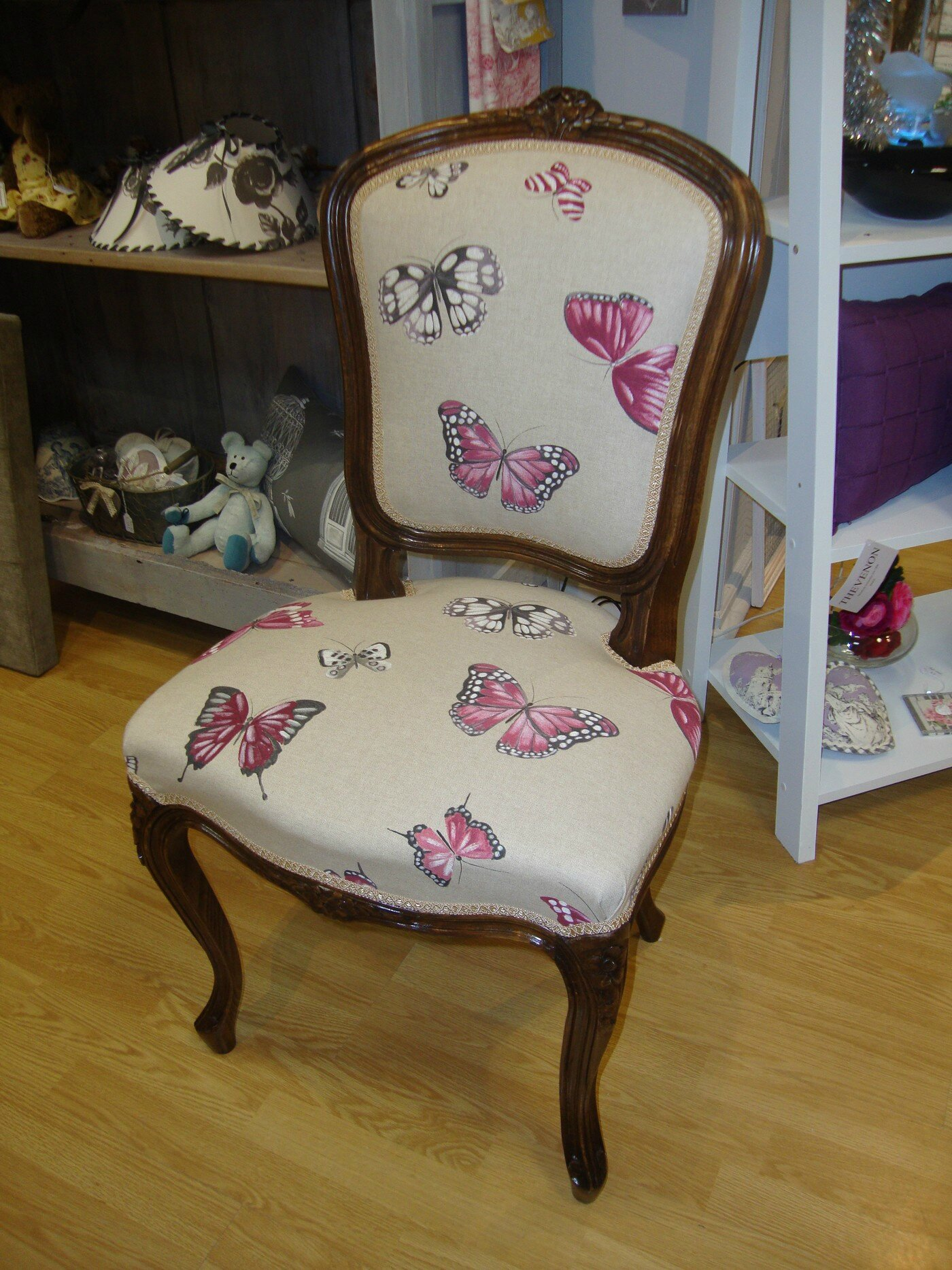 chaise louis xv mod le papillons kr ative d co. Black Bedroom Furniture Sets. Home Design Ideas