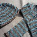Écharpe et bonnet rayés
