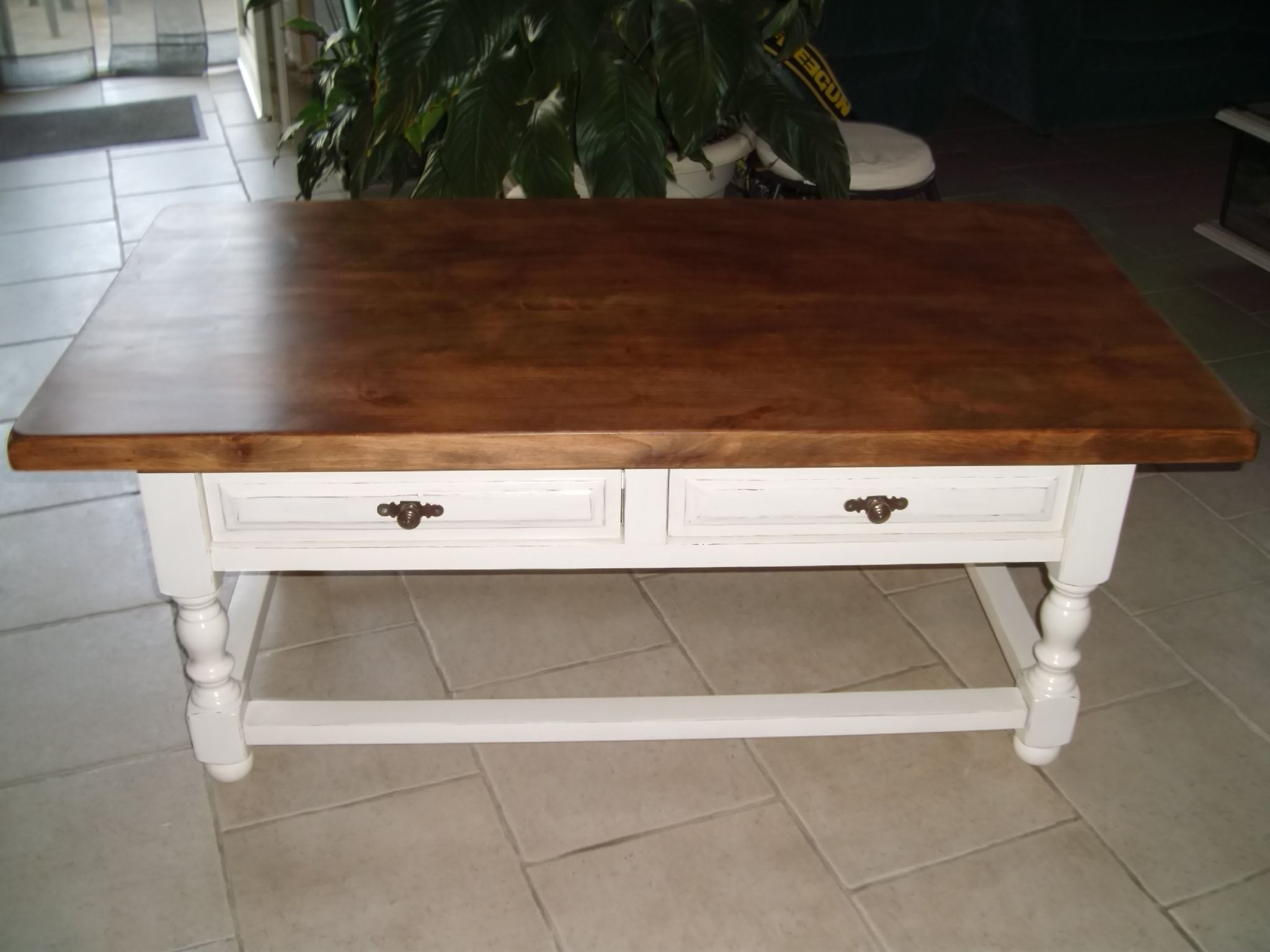 Peindre une table basse ancienne for Decoration table salon