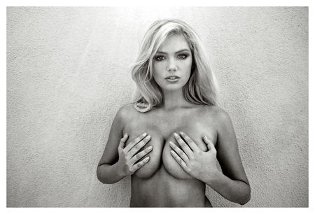 kate_upton_Terry_richardson_3_topless