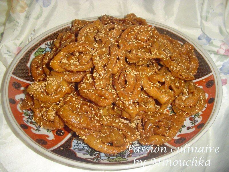 Chebbakia Marocaine  Roses de sable au miel et sésame (en étapes)