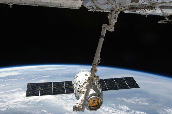 Dragon-ISS-Bras