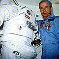 1985 - patrick baudry travaille à bord de discovery