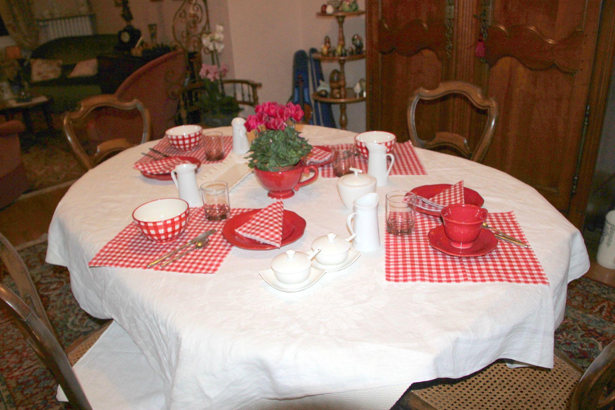 un petit d jeuner en rouge photo de mes jolies tables manouedith et ses passions. Black Bedroom Furniture Sets. Home Design Ideas
