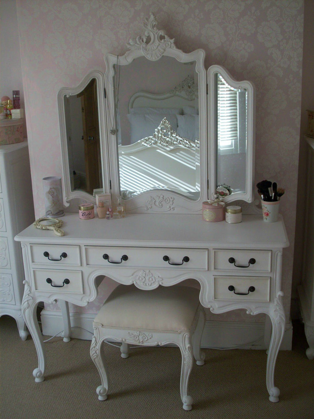 coiffeuse so chic romantic shabby chic. Black Bedroom Furniture Sets. Home Design Ideas
