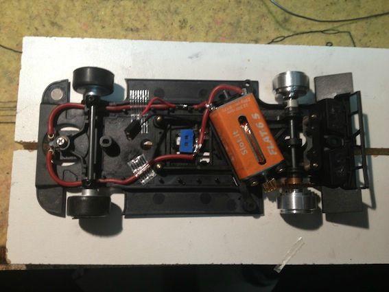 Preparation du chassis de la Porsche 962 KH Slot.It