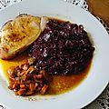 Roti de porc basse temperature et son chou rouge a l'aigre douce