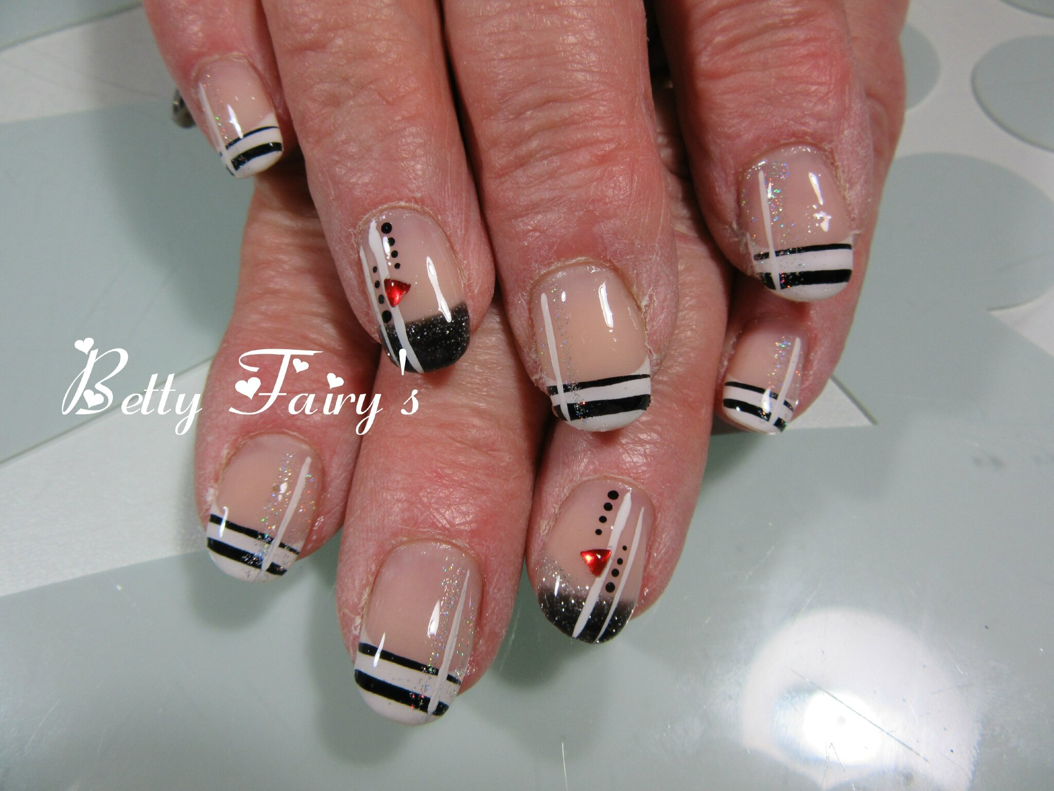 Ongle en gel triangle - Deco strass ongle ...