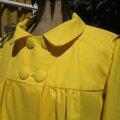 Manteau EDITH en toile de coton jaune doublé de satin noir (3)
