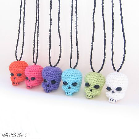Sautoir Tête de mort Skull Necklace crochet multi