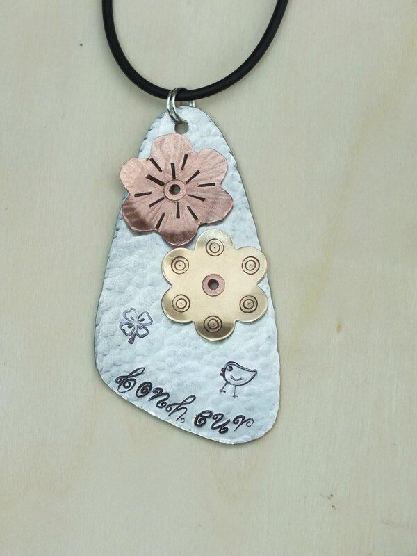 pendentif fleurs zinc cuivre laiton