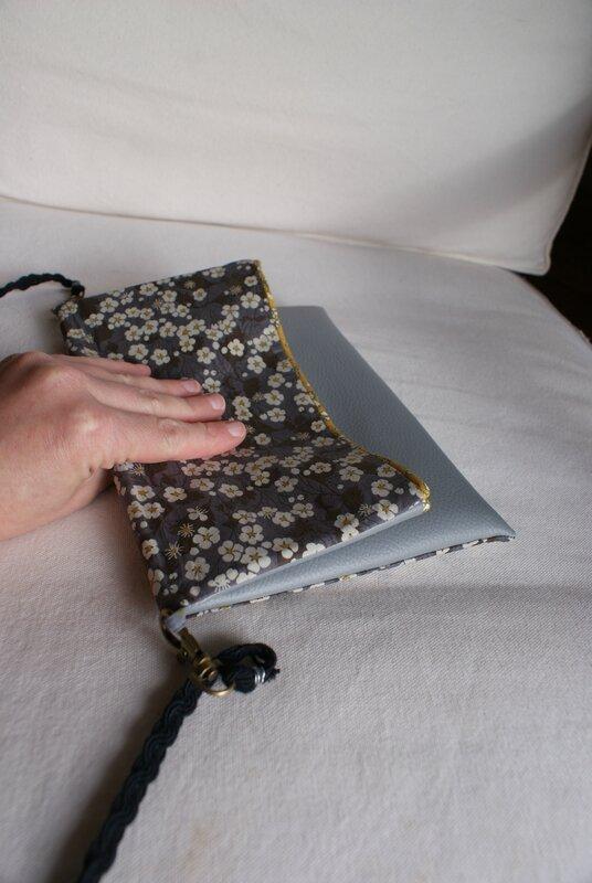 sac pochette pli simili gris clair mitsi