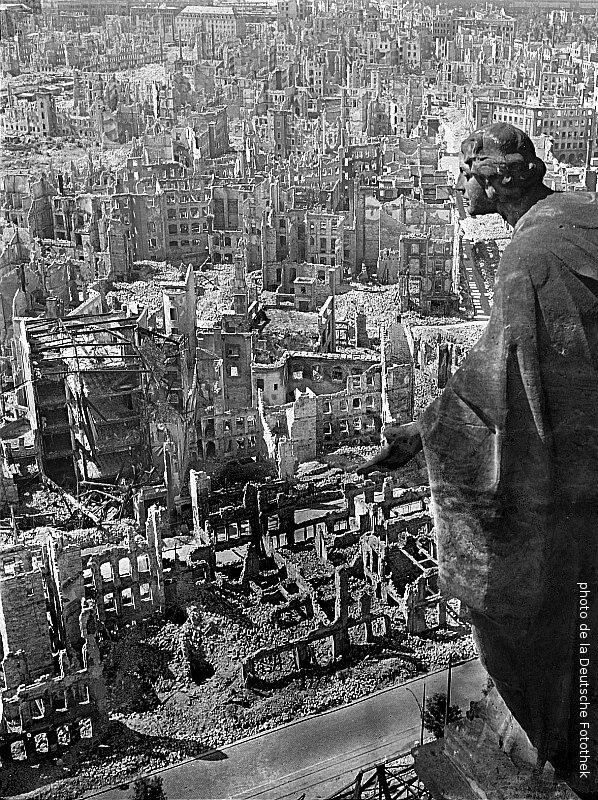 1945-les ruines de Dresde apres un bombardement des allies