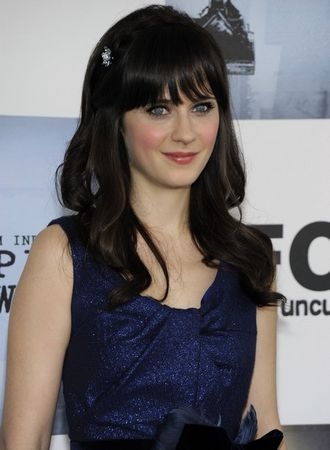 zooey_deschanel_arrives_at_the_24th_annual_film_independent31s_spirit_awards_02_122_35lo