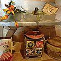 Demandez nos sandwichs !! ... étagère alu, pots en verre et antique pot à sel