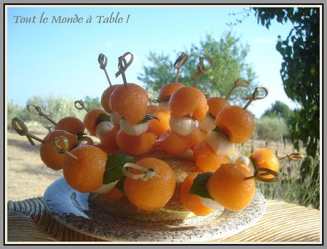 Brochettes de melon mozzarella et basilic pour un Que faire pour un aperitif dinatoire