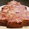 Gâteau aux pommes, cassis, amandes et à la saveur pain d'épices