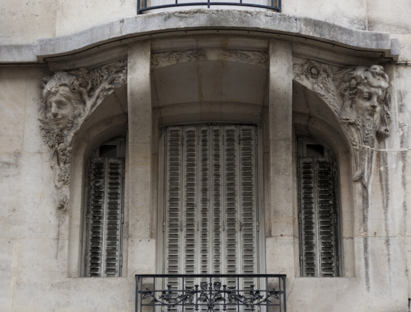 Cariatides_en_buste_25_rue_Henri_Monnier