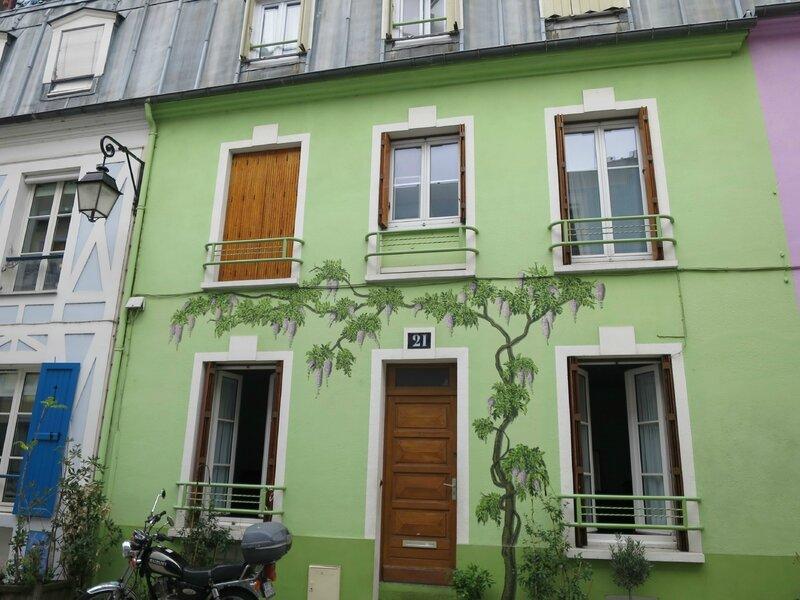 Paris façade 3
